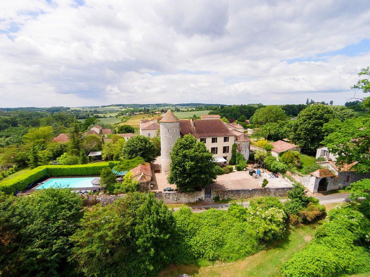 Château et golf privé dans le Périgord