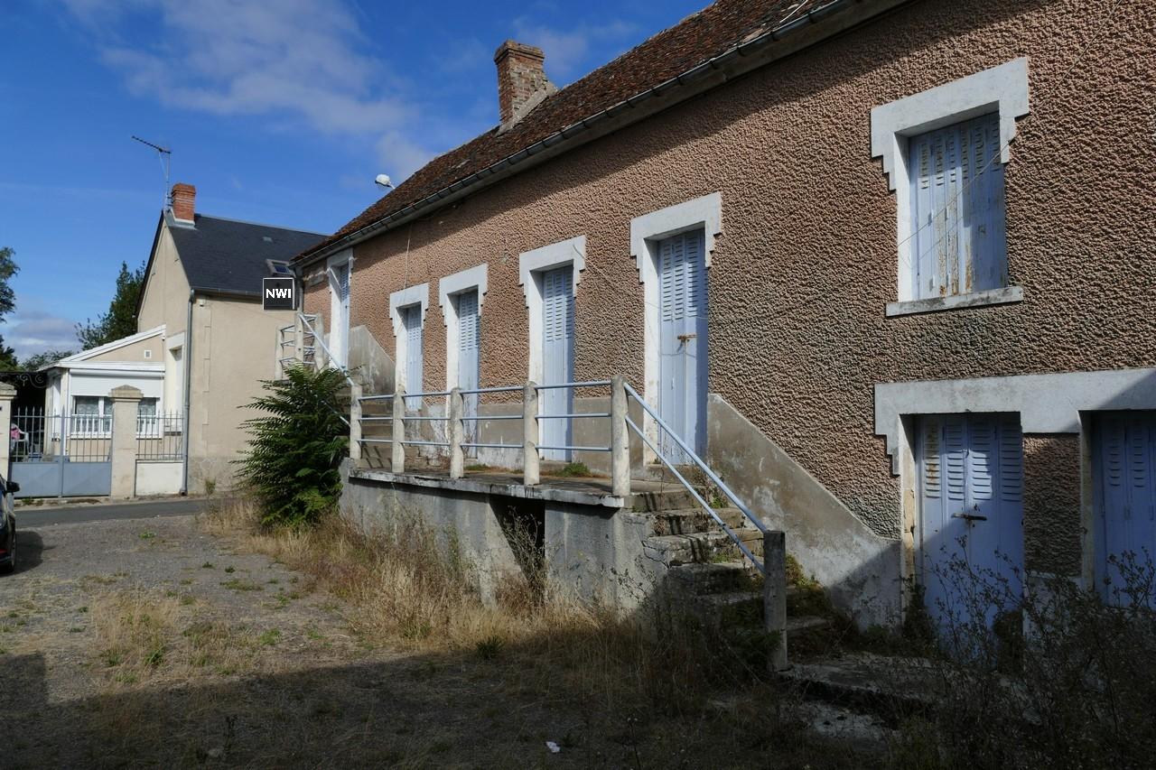 Ensemble immobilier à restaurer MARZY bourg